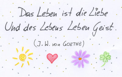 Das Bild zeigt ein Zitat in Handschrift, das besagt: Das Leben ist die Liebe Und des Lebens Leben Geist. (Johann Wolfgang von Goethe)