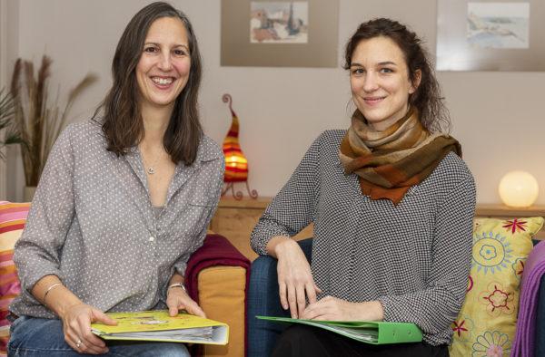 Iris Lasta (links) und Olivia Wollinger (rechts) im Workshopraum